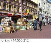 Купить «Выставка-продажа работ уличных художников на Арбате в Москве», эксклюзивное фото № 14550212, снято 4 сентября 2008 г. (c) lana1501 / Фотобанк Лори