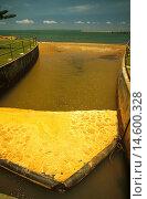 Купить «Litter trap on stormwater drain, Moreton Bay Marine Park and Ramsar wetland, southeastern Queensland, Australia», фото № 14600328, снято 19 ноября 2019 г. (c) age Fotostock / Фотобанк Лори