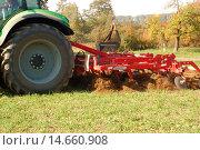 Купить «tractor plough plowing erde pfl», фото № 14660908, снято 23 марта 2019 г. (c) PantherMedia / Фотобанк Лори