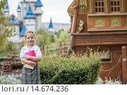 Купить «Little Girl with School Uniform in Green Park», фото № 14674236, снято 22 октября 2018 г. (c) PantherMedia / Фотобанк Лори