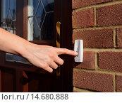 Купить «Woman extends her hand to ring doorbell», фото № 14680888, снято 4 декабря 2019 г. (c) PantherMedia / Фотобанк Лори