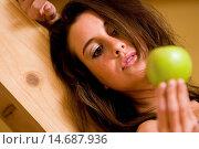 Купить «Portrait young woman with an apple», фото № 14687936, снято 10 декабря 2006 г. (c) age Fotostock / Фотобанк Лори