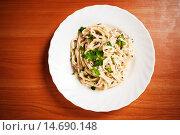 Купить «Паста Карбонара с ветчиной и сыром», фото № 14690148, снято 25 октября 2011 г. (c) Валерия Потапова / Фотобанк Лори
