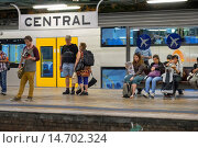 Купить «Australia, NSW, New South Wales, Sydney, Central Business District, CBD, Central Station, Sydney Trains, platform, riders, passengers, commuters, waiting.», фото № 14702324, снято 23 марта 2019 г. (c) age Fotostock / Фотобанк Лори