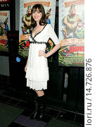 Купить «Anne Hathaway at arrivals for HOODWINKED Premiere, Clearview Cinema at 1st and 62nd Street Theater, New York, NY, December 03, 2005. Photo by: Gregorio Binuya/Everett Collection», фото № 14726876, снято 3 декабря 2005 г. (c) age Fotostock / Фотобанк Лори