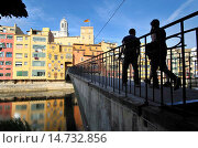 Купить «Characteristic of Girona picturesque houses overlooking the river Onyar. The façades are painted according to a palette created by Enric Ansesa, James...», фото № 14732856, снято 18 февраля 2020 г. (c) age Fotostock / Фотобанк Лори