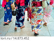 Купить «Asian women in traditional kimonos exploring the stores and shops near the Kiyomizu Temple.», фото № 14873452, снято 17 июля 2013 г. (c) age Fotostock / Фотобанк Лори