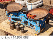 Купить «Old weighing scales and weights in an outdoor market, near Samarkand, Uzbekistan», фото № 14907088, снято 8 сентября 2013 г. (c) age Fotostock / Фотобанк Лори
