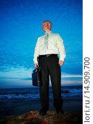Купить «Businessman Standing on the Beach», фото № 14909700, снято 26 июля 2006 г. (c) age Fotostock / Фотобанк Лори