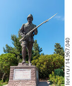Statue of Turkish soldier as memorial to all the fallen soldiers and sailors from Allied forces that fought in Gallipoli campaign in First World War. Стоковое фото, фотограф Zoonar/Steve Heap / age Fotostock / Фотобанк Лори