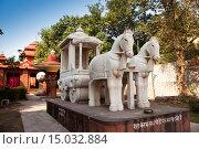 Купить «Скульптуры на территории храма Laxmi Narayan, Нью-Дели, Индия», фото № 15032884, снято 27 января 2014 г. (c) Куликов Константин / Фотобанк Лори