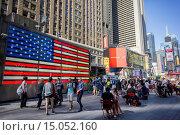 Купить «Tourist wander through Times Square in New York.», фото № 15052160, снято 17 сентября 2014 г. (c) age Fotostock / Фотобанк Лори