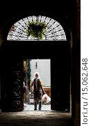 Old town passage, Via Porta Pretoria, Aosta, Val d'Aosta, Italy. Стоковое фото, фотограф Fco. Javier Sobrino / age Fotostock / Фотобанк Лори