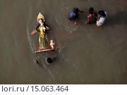 Купить «Bangladeshi Hindu devotees immerse an idol of Hindu Goddess Durga into the river Buriganga. The Hindu community ended their four-day-long annual festival...», фото № 15063464, снято 13 декабря 2018 г. (c) age Fotostock / Фотобанк Лори