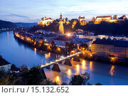 Купить «Cityscape Burghausen on the Salzach river with castle and parish church St. Jakob in Burghausen at night, Bavaria, Germany, Europe.», фото № 15132652, снято 28 августа 2014 г. (c) age Fotostock / Фотобанк Лори