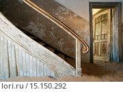 Купить «Stairway in Kolmanskop Ghost Town - Luderitz, Namibia, Africa.», фото № 15150292, снято 6 ноября 2014 г. (c) age Fotostock / Фотобанк Лори