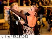 couple dancing slow waltz. Стоковое фото, фотограф Zoonar/J.Tarczynski / age Fotostock / Фотобанк Лори