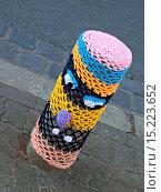 Купить «Yarn bombing», фото № 15223652, снято 17 февраля 2019 г. (c) age Fotostock / Фотобанк Лори