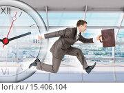 Купить «Бизнесмен бежит на фоне офисного интерьера и часов», фото № 15406104, снято 1 сентября 2018 г. (c) Кирилл Черезов / Фотобанк Лори