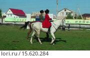 Купить «Казаки на лошадях», видеоролик № 15620284, снято 22 сентября 2012 г. (c) Сергей Буторин / Фотобанк Лори