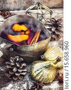 Купить «Warm wine with spices», фото № 15658960, снято 18 октября 2019 г. (c) PantherMedia / Фотобанк Лори