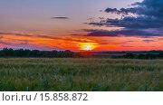 Купить «Сельский пейзаж и закат. Таймлапс», видеоролик № 15858872, снято 18 июля 2015 г. (c) Алексас Кведорас / Фотобанк Лори