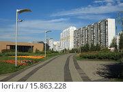 Купить «Путь к станции метро Волоколамская», эксклюзивное фото № 15863228, снято 20 сентября 2015 г. (c) Игорь Веснинов / Фотобанк Лори