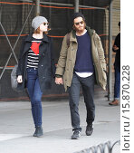 Купить «Emma Stone and Andrew Garfield out and about in the West Village. According to reports Garfield has grown his bushy facial hair for an upcoming drama,...», фото № 15870228, снято 25 ноября 2014 г. (c) age Fotostock / Фотобанк Лори