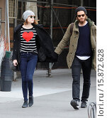 Купить «Emma Stone and Andrew Garfield out and about in the West Village. According to reports Garfield has grown his bushy facial hair for an upcoming drama,...», фото № 15872628, снято 25 ноября 2014 г. (c) age Fotostock / Фотобанк Лори