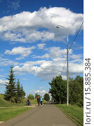 Купить «Облака над Митинским парком», эксклюзивное фото № 15885384, снято 6 июня 2015 г. (c) Игорь Веснинов / Фотобанк Лори