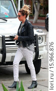 Купить «Ashley Tisdale takes her lunch to go on Melrose Place Featuring: Ashley Tisdale Where: Los Angeles, California, United States When: 19 Dec 2014 Credit: revolutionpix/WENN.com», фото № 15966876, снято 19 декабря 2014 г. (c) age Fotostock / Фотобанк Лори