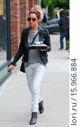 Купить «Ashley Tisdale takes her lunch to go on Melrose Place Featuring: Ashley Tisdale Where: Los Angeles, California, United States When: 19 Dec 2014 Credit: revolutionpix/WENN.com», фото № 15966884, снято 19 декабря 2014 г. (c) age Fotostock / Фотобанк Лори