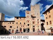 Купить «Piazza della Cisterna, cafe and hotel San Gimignano Val di Chiana Chianti Tuscany Italy Europe», фото № 16001692, снято 20 июля 2019 г. (c) age Fotostock / Фотобанк Лори
