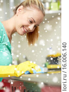 Купить «happy woman cleaning cooker at home kitchen», фото № 16006140, снято 25 января 2015 г. (c) Syda Productions / Фотобанк Лори
