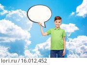 Купить «happy boy holding blank white text bubble banner», фото № 16012452, снято 6 ноября 2015 г. (c) Syda Productions / Фотобанк Лори