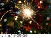 Бенгальский огонь на блестящем фоне. Стоковое фото, фотограф Михаил Коханчиков / Фотобанк Лори