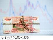 Пачка русских банкнот, перевязанная бечёвкой. Стоковое фото, фотограф Pavel Ivanov / Фотобанк Лори