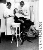 Купить «New York, New York: January 19, 1925.The North Harlem Dental Clinic of the NY Tuberculosis Association provides dental care for those who cannot otherwise afford it. Here is a patient being treated.», фото № 16082532, снято 25 сентября 2018 г. (c) age Fotostock / Фотобанк Лори