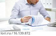 Купить «busy businessman with laptop and papers in office», видеоролик № 16139872, снято 9 июля 2015 г. (c) Syda Productions / Фотобанк Лори