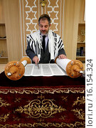 Купить «Reading of the Torah in a Synagogue.», фото № 16154324, снято 13 декабря 2017 г. (c) age Fotostock / Фотобанк Лори