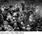 Купить «Q.1582. British troops recieveing dinner rations from field kitchens. Ancre Area, October 1916. British Front France 1916 Battle of Ancre.», фото № 16186912, снято 25 июня 2019 г. (c) age Fotostock / Фотобанк Лори