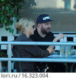 Купить «Kimberly Stewart shoots a new reality show and carries daughter Delilah del Toro to the car Featuring: Kimberly Stewart Where: Los Angeles, California, United States When: 08 Mar 2015 Credit: WENN.com», фото № 16323004, снято 8 марта 2015 г. (c) age Fotostock / Фотобанк Лори