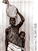 Купить «Portrait Of A Woman and Baby From The Mursi Tribe, Jinka Town, Omo Valley, Ethiopia.», фото № 16341928, снято 17 января 2015 г. (c) age Fotostock / Фотобанк Лори