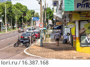 Купить «Vehicle traffic Avenue Brazil, Cascavel, Paraná, Brazil.», фото № 16387168, снято 7 января 2015 г. (c) age Fotostock / Фотобанк Лори