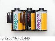 Купить «Профессиональные цветные фотоплёнки Kodak T Max 100 и 400», фото № 16433440, снято 18 декабря 2015 г. (c) Андрей Забродин / Фотобанк Лори
