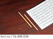 Купить «Музыкальные ноты и два карандаша на столе», фото № 16448036, снято 13 апреля 2015 г. (c) Сергей Лабутин / Фотобанк Лори