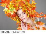 Купить «Beautiful woman wrapped in autumn leafs», фото № 16559140, снято 19 декабря 2018 г. (c) PantherMedia / Фотобанк Лори