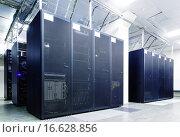 Купить «Серверное оборудование в центре обработки данных», фото № 16628856, снято 10 ноября 2015 г. (c) Тимофеев Владимир / Фотобанк Лори