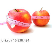 apples with pink tape measure over white background concept of health, diet. Стоковое фото, фотограф ZOONAR GMBH LBRF / easy Fotostock / Фотобанк Лори