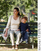 Купить «Mother and child cuddling sitting on bench», фото № 17079176, снято 27 марта 2020 г. (c) easy Fotostock / Фотобанк Лори